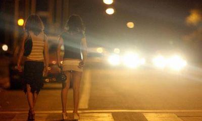 Cá cược tuổi trẻ bằng nghề 'mại dâm xa lộ'