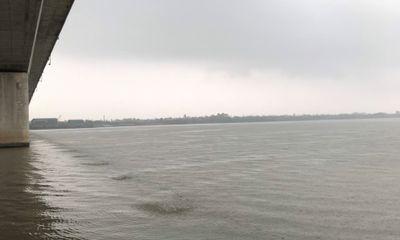 Đắm tàu hàng lớn trên sông Hồng, thủy thủ đoàn được cứu thoát