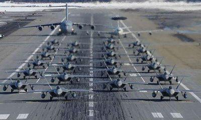 Chiêm ngưỡng dàn chiến đấu cơ F-22 Raptor của Mỹ trình diễn