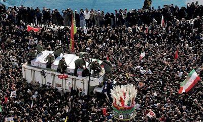 Hàng triệu người Iran rơi nước mắt, xuống đường tiễn đưa tướng Soleimani