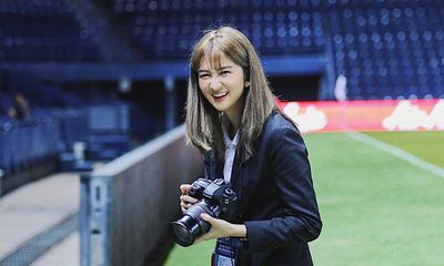 Thầy trò HLV Park Hang-seo được nữ dẫn đoàn xinh như nữ thần hộ tống tại VCK U23 châu Á