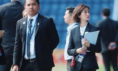 Nghiêng ngả trước nhan sắc của nữ điều phối viên đồng hành cùng U23 Việt Nam tại Thái Lan