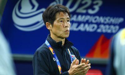 """HLV Nishino nói gì với học trò trước khi """"nhấn chìm"""" U23 Bahrain?"""