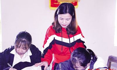 Cô giáo miền xuôi hết lòng vì học trò vùng cao