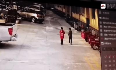 Video: Nghịch dại ném pháo, bé 8 tuổi bất ngờ bị thổi bay lên không