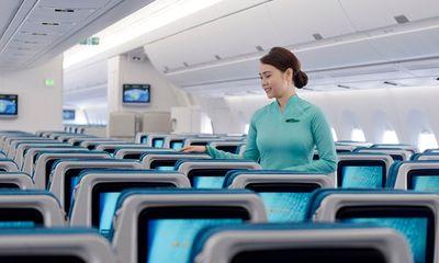 Tiếp viên Vietnam Airlines trả lại cả túi kim cương khách quên trên máy bay