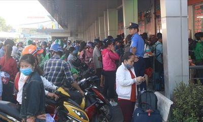 Hàng chục nghìn người đổ xô về bến xe miền Tây trong ngày 28 Tết