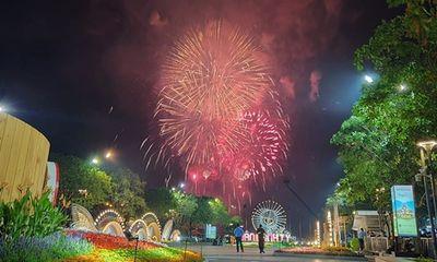 Chùm ảnh: Ngắm nhìn pháo hoa rực rỡ đón chào năm Canh Tý 2020