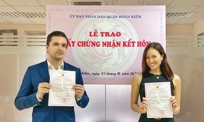 Phương Mai khoe ảnh đăng ký kết hôn với chồng Tây sau 8 tháng làm đám cưới
