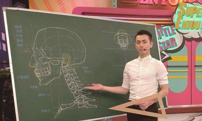 Thầy giáo soái cả nổi như cồn trên mạng nhờ khả năng minh họa cơ thể người bằng phấn cực đỉnh