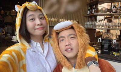 Cường Đô la được Đàm Thu Trang mừng sinh nhật lúc nửa đêm bằng chiếc bánh