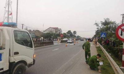 Ô tô con kéo lê xe máy 300m, nữ giáo viên mầm non tử vong