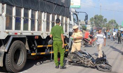 Đồng Nai: Xe tải mất lái tông xe máy đang chờ đèn đỏ khiến một phụ nữ thiệt mạng
