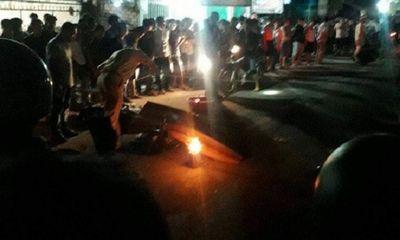Hai xe máy va chạm kinh hoàng trong đêm, 3 người thương vong