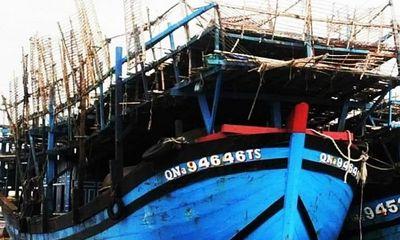 Đang đánh bắt hải sản, tàu câu mực chở 33 ngư dân bốc cháy dữ dội