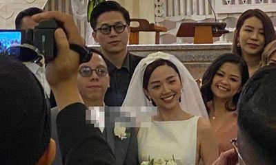 Cận cảnh lễ cưới của Tóc Tiên và Hoàng Touliver trong nhà thờ ở Đà Lạt