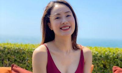 Hồng Diễm khiến dân tình trầm trồ khi khoe ảnh diện bikini gợi cảm