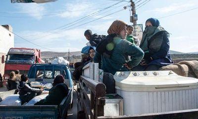 Xót xa cảnh hàng trăm nghìn dân thường phải chạy trốn khỏi Idlib, giữa bối cảnh giao tranh ác liệt