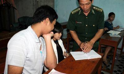 Ấm lòng lớp học xóa mù chữ của người thầy mang quân hàm xanh