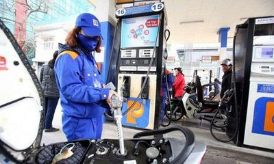 Giá xăng giảm lần thứ 4 liên tiếp trong năm 2020