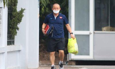 HLV Park Hang-seo và vợ tự cách ly 14 ngày tại nhà riêng