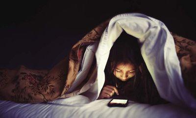 Thoái hoá khớp ngày càng trẻ hoá: Chuyên gia nhấn mạnh không được phép thức khuya quá 23h