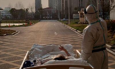 Xúc động với hình ảnh bác sĩ tuyến đầu cùng ngắm hoàng hôn với bệnh nhân ở Vũ Hán