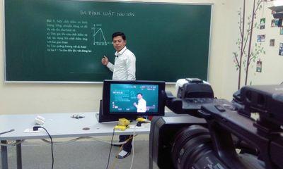 """Đề xuất dạy học đại trà qua truyền hình trong mùa dịch Covid-19: Lúng túng """"nút mở"""""""