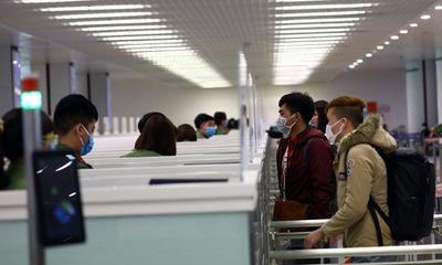 Lượng khách từ các điểm nóng Covid-19 về Hà Nội bắt đầu giảm mạnh