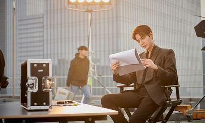 Lee Min Ho trở lại với loạt ảnh hậu trường đốn tim người hâm mộ