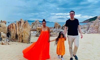 Con gái Đoan Trang gây sốt bởi vẻ đẹp lai Tây cùng khả năng nói tiếng Anh cực đỉnh