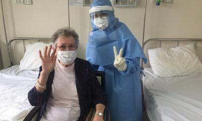 """Y bác sỹ ở Huế ký đơn tình nguyện vào nơi """"hỏa tuyến"""" chống dịch Covid-19"""