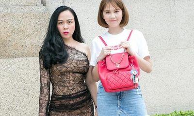 Đăng hình chụp đồ đôi với Ngọc Trinh, Phượng Chanel mất điểm với phong cách xuyên thấu