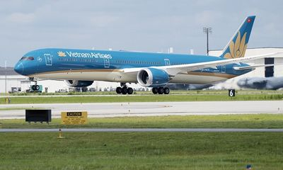 Tỉ phú Phạm Nhật Vượng thuê Boeing 787 đến Ukraine chở người Việt về nước