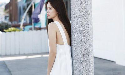 Song Hye Kyo khoe nhan sắc tươi trẻ tuổi 39 với váy ngắn gợi cảm
