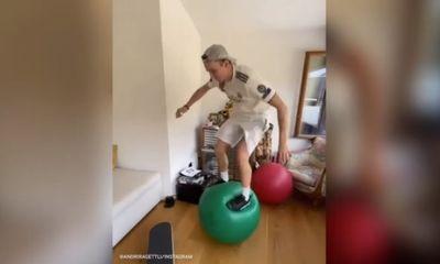 Video: Bất ngờ với cách vận động cực hạn khi ở nhà tránh dịch Covid-19