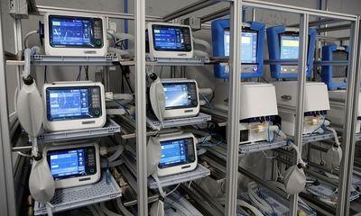 Thiếu máy thở trầm trọng, các bệnh viện Mỹ căng mình tìm cách khắc phục giữa đại dịch Covid-19