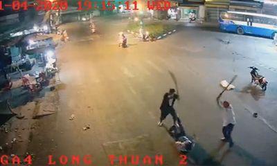 Tiền Giang: Bắt giữ 2 đối tượng vác dao chém con nợ giữa phố