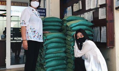 Hoa hậu Khánh Vân trao tặng 2 tấn gạo cùng 200 thùng mì cho người nghèo