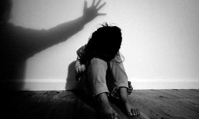 Tạm giữ gã đàn ông ở Thái Bình dâm ô bé gái 9 tuổi, chui vào gầm giường trốn khi bị phát hiện