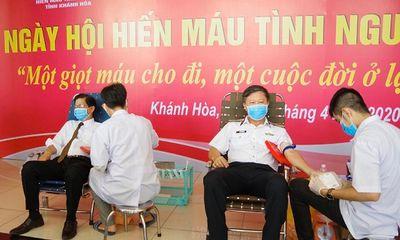 Cán bộ, chiến sĩ Học viện Hải quân tham gia hiến máu