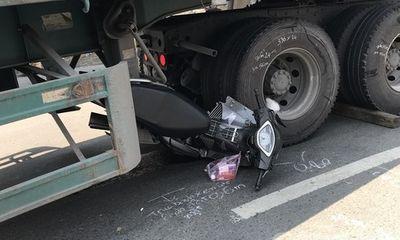 Va chạm với xe đầu kéo, nam thanh niên đi xe máy tử vong thương tâm