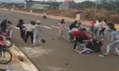 Bình Phước: Nhóm nữ sinh đánh nhau ở cổng trường do mâu thuẫn tiền bạc