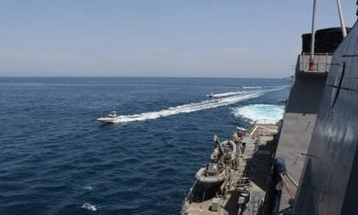 Tin tức quân sự mới nóng nhất ngày 16/4: 11 tàu chiến Iran áp sát tàu Hải quân Mỹ