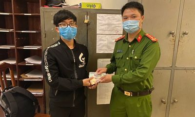 Hà Nội: Nhặt được 50 triệu đồng, nam thanh niên mang đến công an nhờ tìm người trả lại