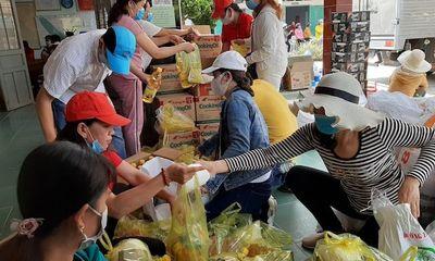 Trao 1.000 thùng nước và quà hỗ trợ Bến Tre ứng phó hạn mặn