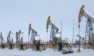 Giá dầu xuống mức âm, một số công ty buộc phải tiếp tục bơm dầu dù lỗ nặng