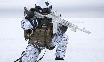 Binh sĩ Nga lập kỳ tích chưa từng có với màn nhảy dù từ độ cao 10.000 m tại Bắc Cực