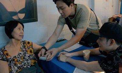 MC Trấn Thành tặng tiền cho nghệ sĩ Hoàng Lan chữa bệnh
