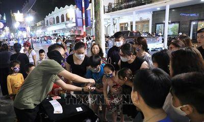 Phố đêm Hà Nội, TP. HCM đông đúc trong ngày đầu nghỉ lễ